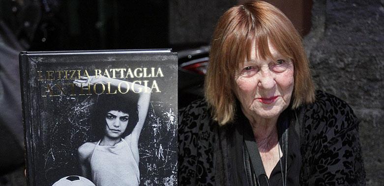 Letizia Battaglia: 500 fotografi per l'incontro con l'artista siciliana