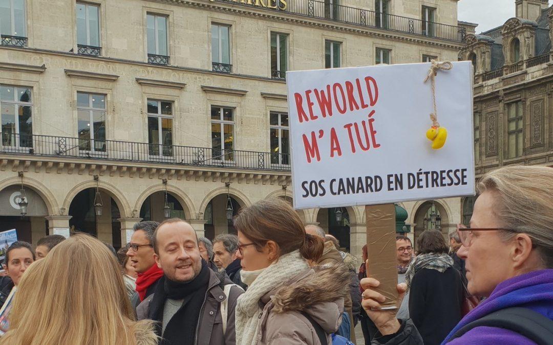Parigi: giornalisti di Mondadori France in piazza per difendere giornalismo indipendente